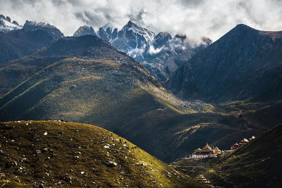 Hike the Zhuqing Monastery Emerald Lakes